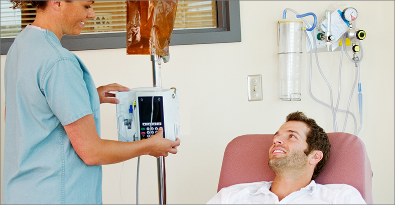 Image: Atlanta Clinical Care nurse takes care of patient - About Atlanta Clinical Care